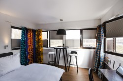Derde extra afbeelding van Bijzonder overnachten Sweets Hotel - Meeuwenpleinbrug in Amsterdam