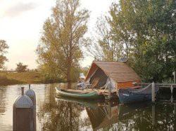 Vergrote afbeelding van Bijzonder overnachten Floating Lodge Fort Uitermeer in Weesp