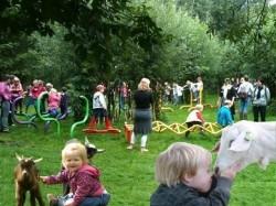 Vergrote afbeelding van  Boerderij bezoek,Kinderboerderij Speel- en kinderboerderij Strubbert in Laren (GLD)